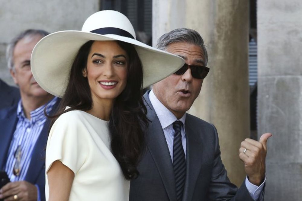 ZVANIČNO ZAUZET: Kluni i Amal se zavetovali i pred matičarem!