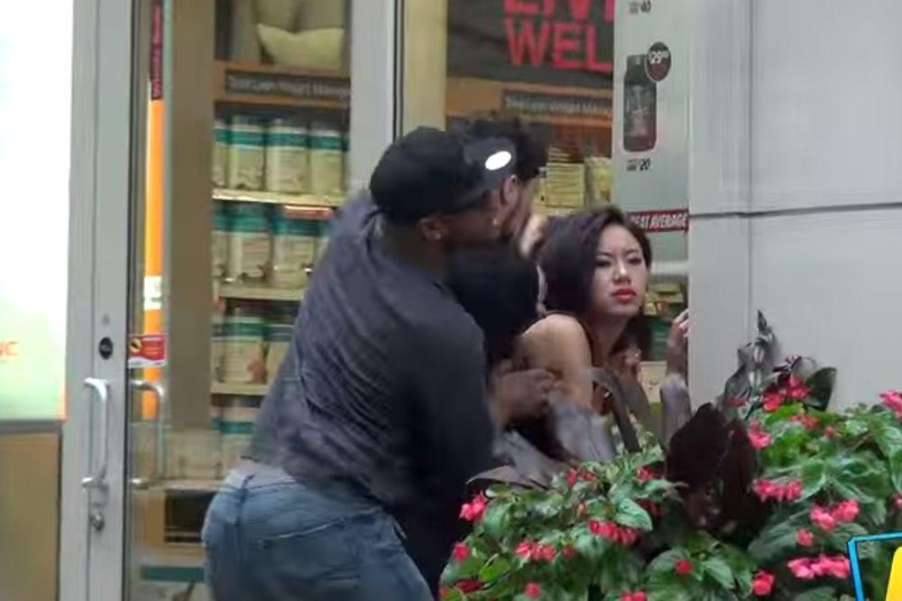 Tukao je ženu na ulici, ali onda se dogodilo nešto što je sve šokiralo...