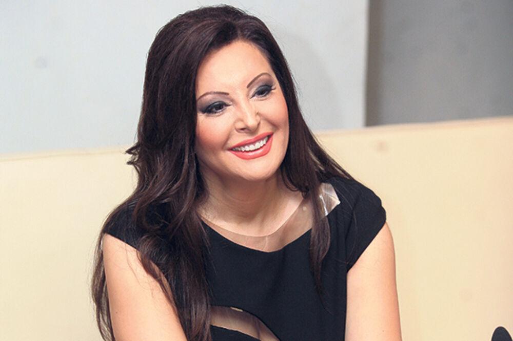 EKSKLUZIVNE FOTKE: Dragana Mirković počela da se useljava u dvorac!