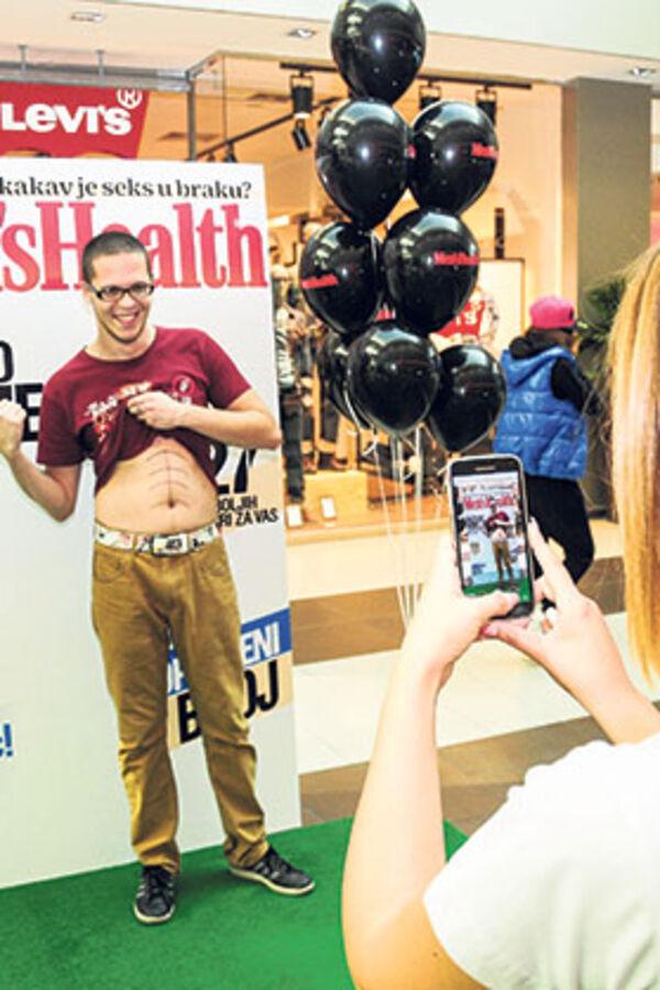 Sezona osmeha: Dame slikale selfi, momci krase naslovne strane!