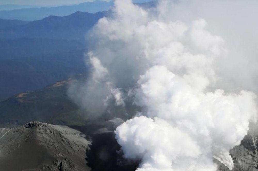 JAPAN: Pojačava se erupcija vulkana, obustavljena akcija spasavanja