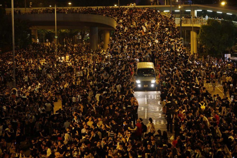 POKRET OKUPIRAJ CENTAR: Demonstranti u Hong Kongu dali rok za odgovor na zahteve