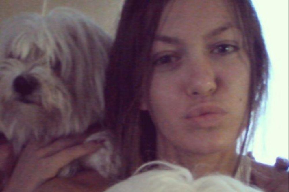 BEZ KOMPLEKSA: Sara Trajanović bez trunke šminke!