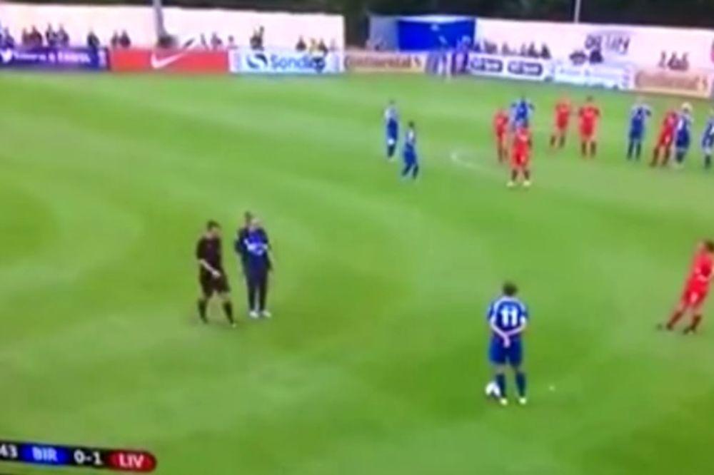 (VIDEO) OVO MOŽE SAMO ŽENSKI FUDBAL: Od siline faula fudbalerki ispao tampon