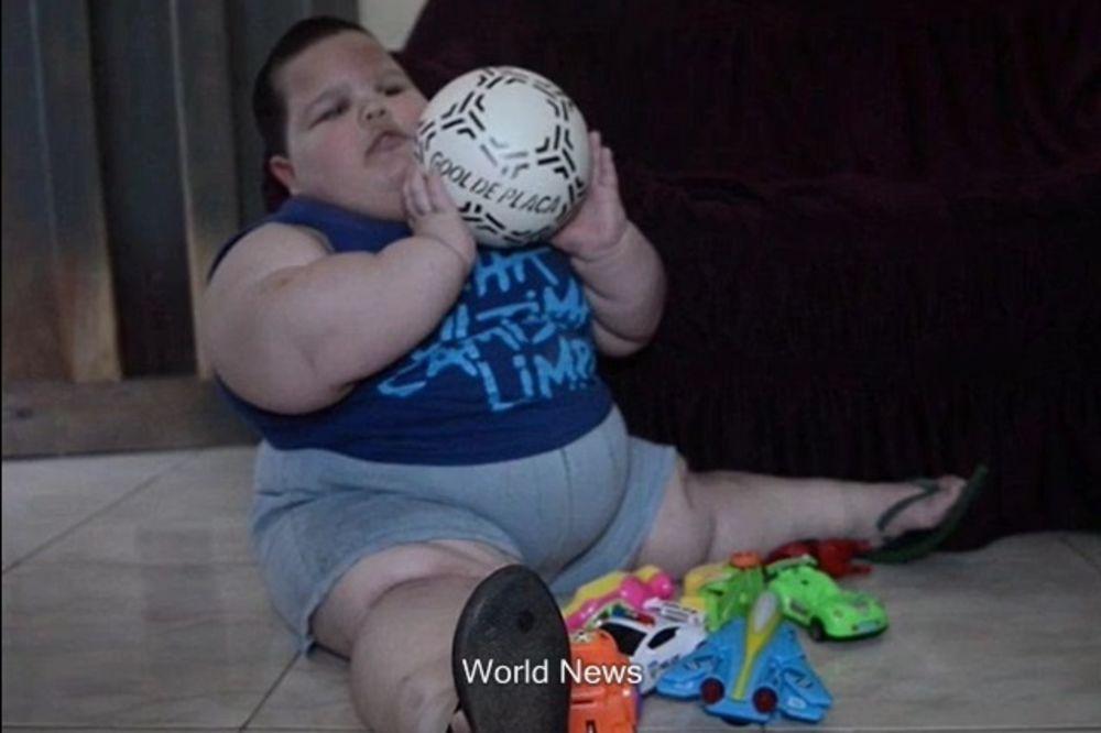 NE MOŽE DA PRESTANE DA JEDE: Mišel ima 3 godine i 70 kilograma!