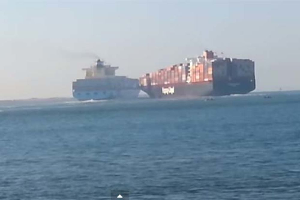 (VIDEO) KARAMBOL: Pogledajte sudar teretnih brodova koji je blokirao Suecki kanal!