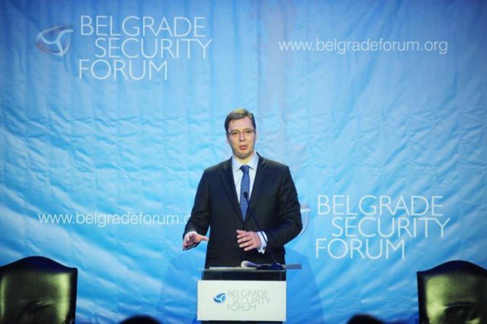 Vučić: U Srbiju imaju poverenja i Istok i Zapad