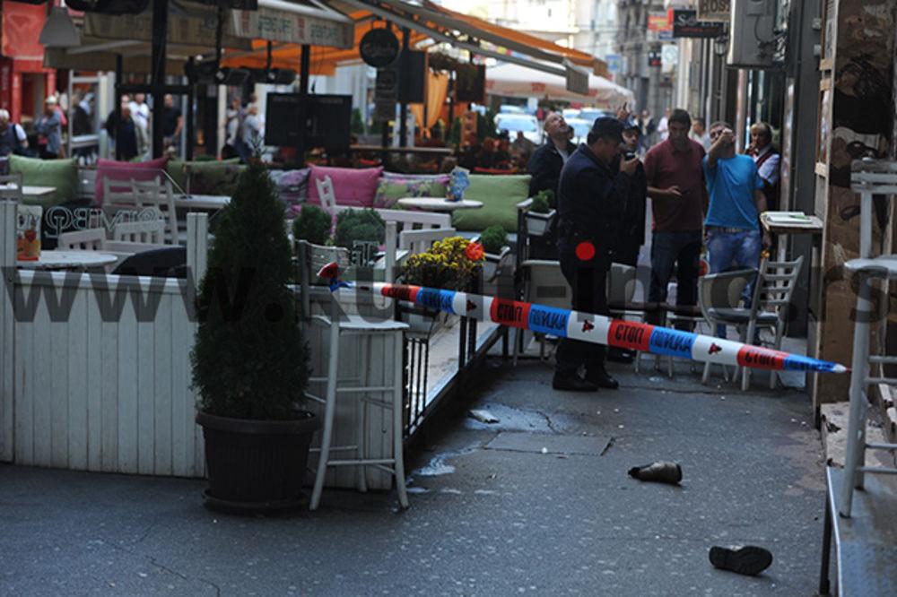 SNIMAK VEOMA UZNEMIRUJUĆEG SADRŽAJA: Žena skočila sa zgrade u baštu kafića u Nušićevoj!
