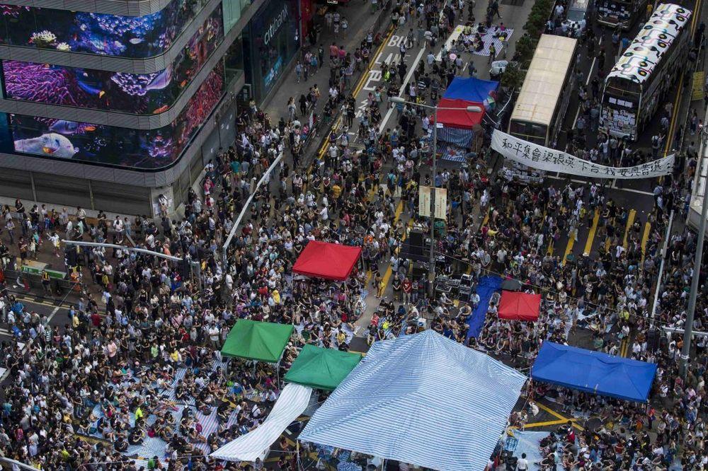 IZAZOV PEKINGU: Studenti najavili juriš na zgrade vlade u Hongkongu