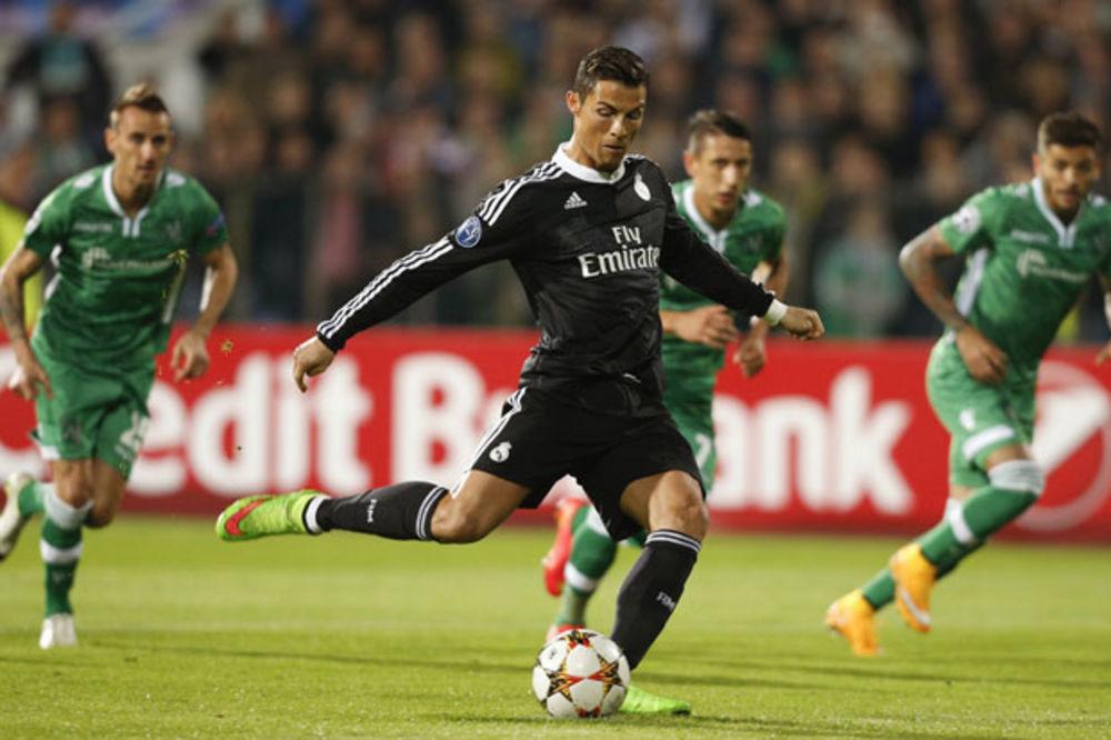 (VIDEO) DVA PENALA ZA REAL U 25 MINUTA: Ronaldo prvi promašio, a drugi realizovao