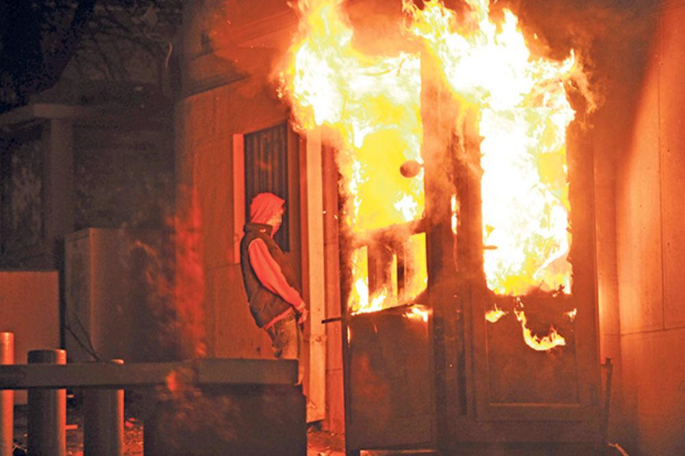 EPILOG DIVLJANJA: Trojica iz samog vrha MUP kriva za paljenje ambasada