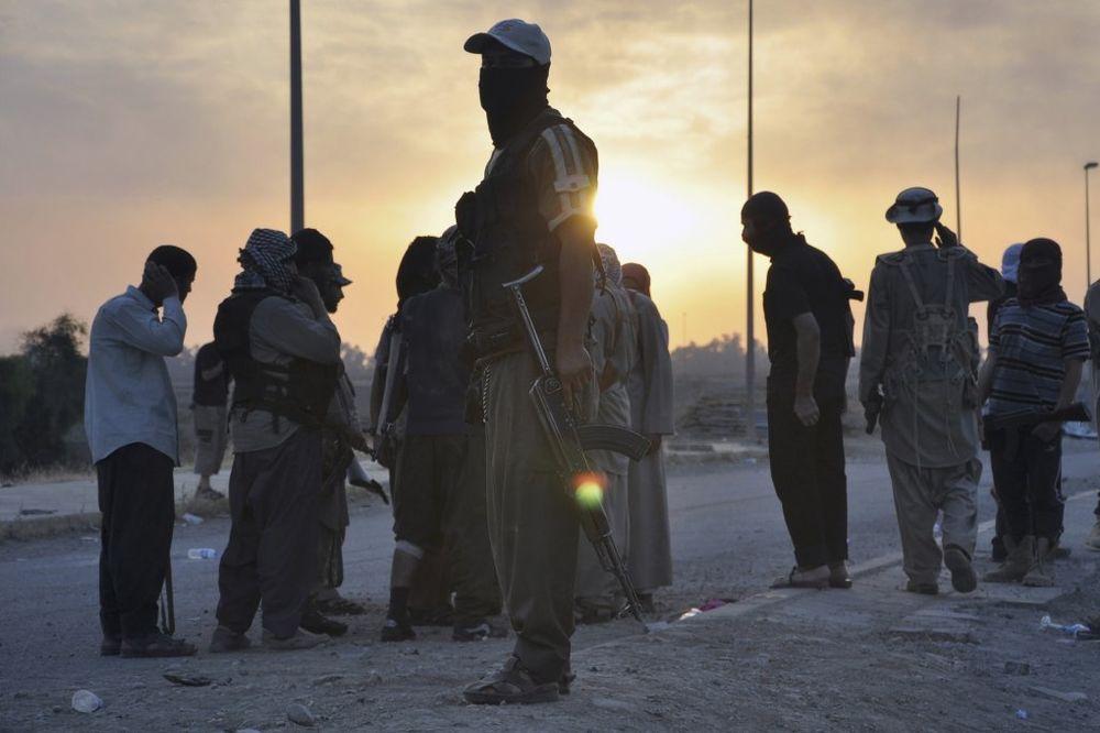 NAJEZDA: Džihadisti ISIL napreduju prema granici Turske