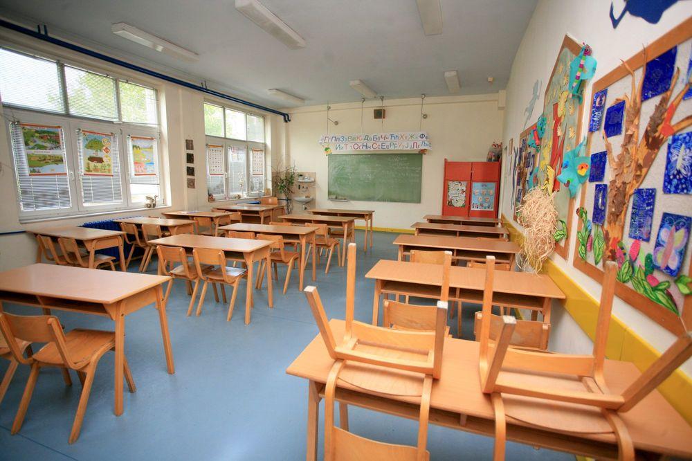 POSLEDNJI DAN ŠKOLE: Osmaci i maturanti stručnih škola na raspustu