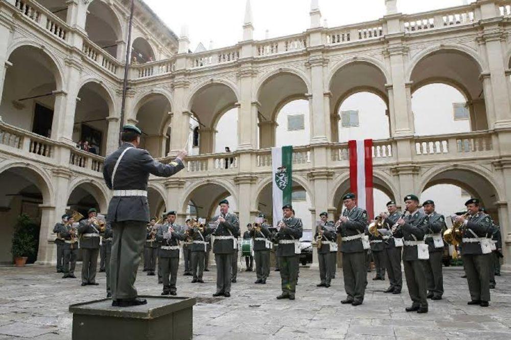 OFICIRI AUSTRIJSKE VOJSKE UPOZORAVAJU: Razoružavaju nas, a ćuti i politički i vojni vrh!