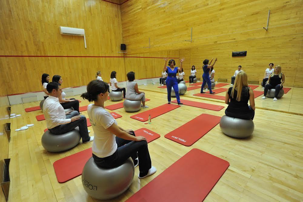 MIVELA DAN ZA MENE: Javni čas joge