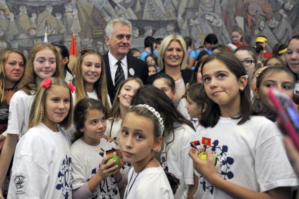 RADOST EVROPE: Nikolići se družili sa decom iz 18 zemalja