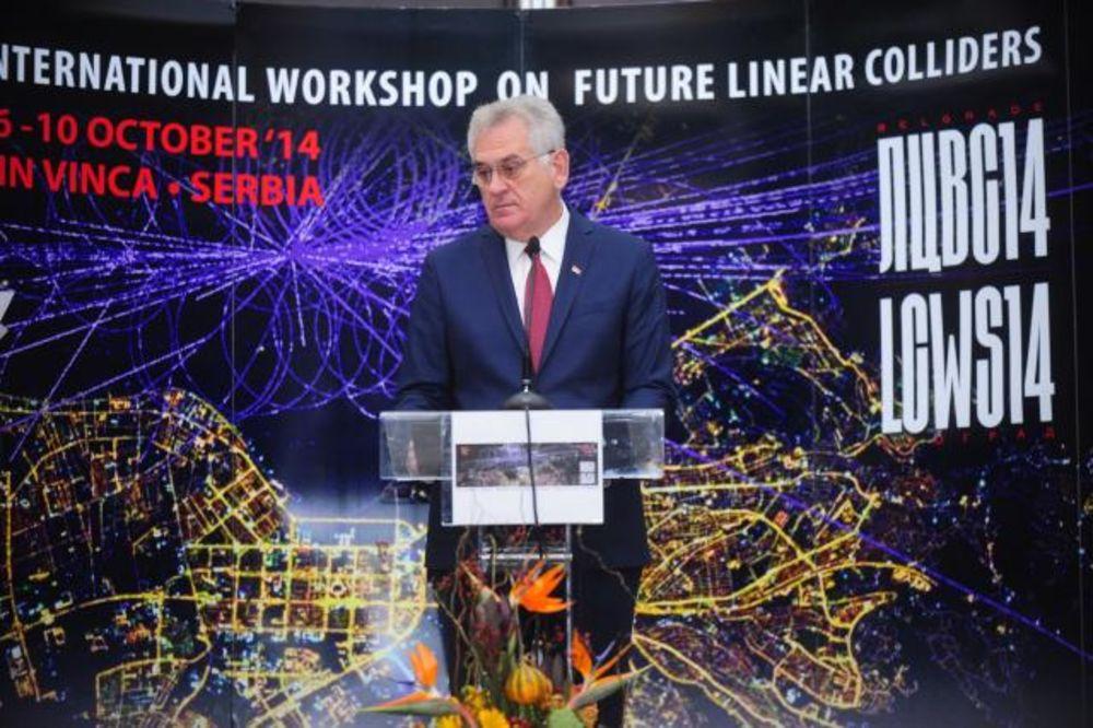 Nikolić pozdravio fizičare: Srpski naučnici već su se integrisali u Evropu
