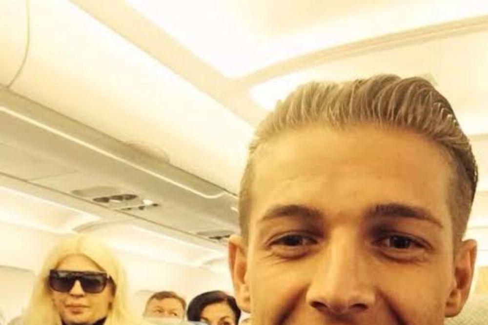 HIT: Jelena Karleuša se vozi u ekonomskoj klasi aviona!