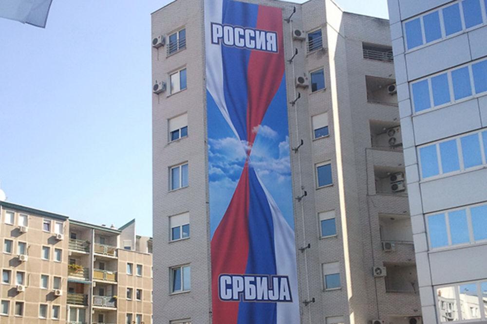 NOVAKOV DOČEK ZA PUTINA: Đokovići istakli velike zastave Srbije i Rusije!