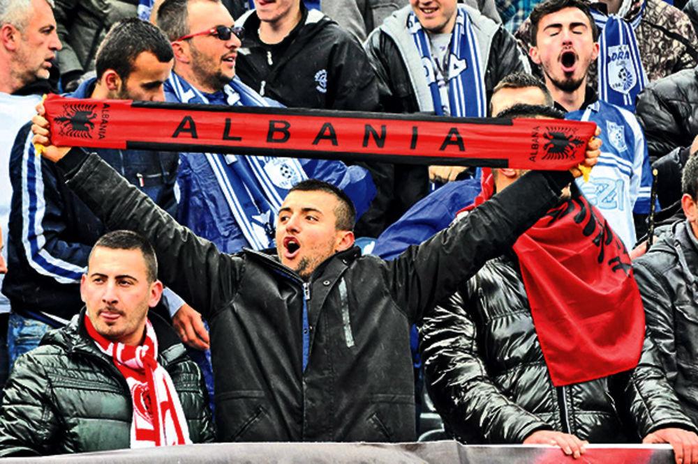 SKANDAL: Srbi prodaju svoje karte Albancima!