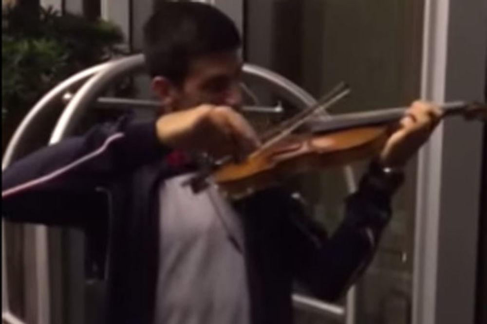 (VIDEO) PAGANINI DA MU POZAVIDI: Pogledajte kako Đoković svira violinu