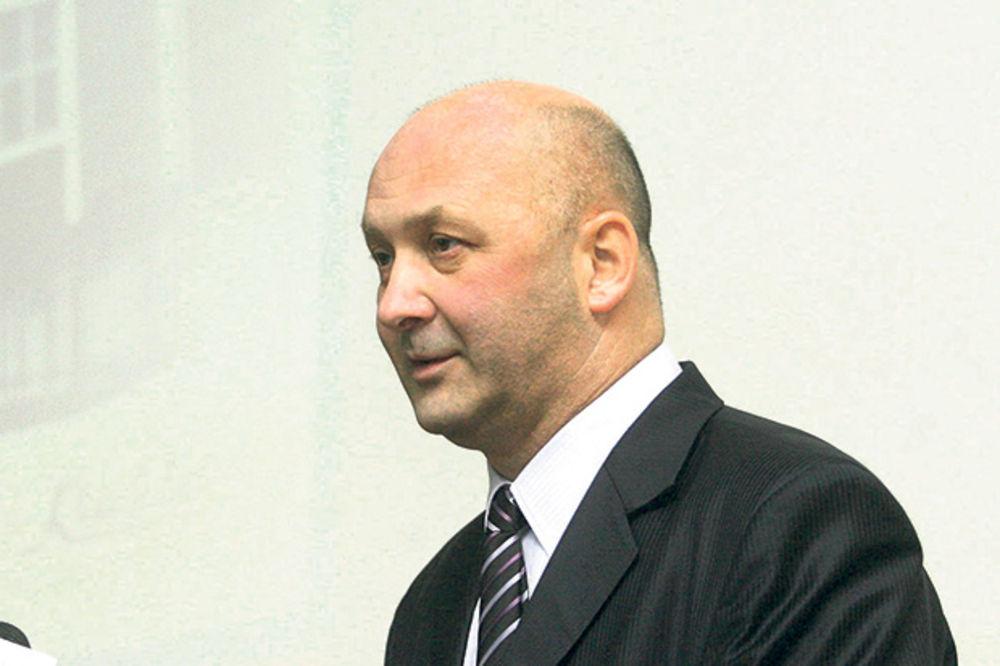 ZA GINISA: Direktor Krušika zaposlio čak 27 sekretarica!