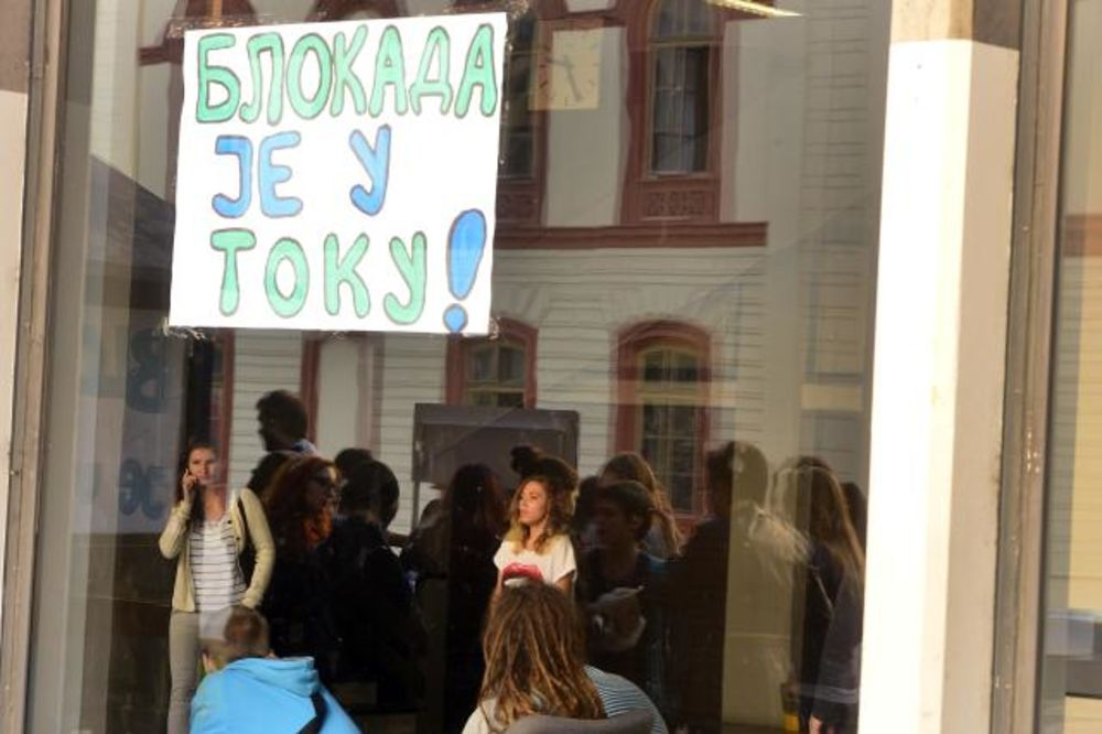SKANDAL NA FILOZOFSKOM: Profesor fotografisao učenike koji protestuju!