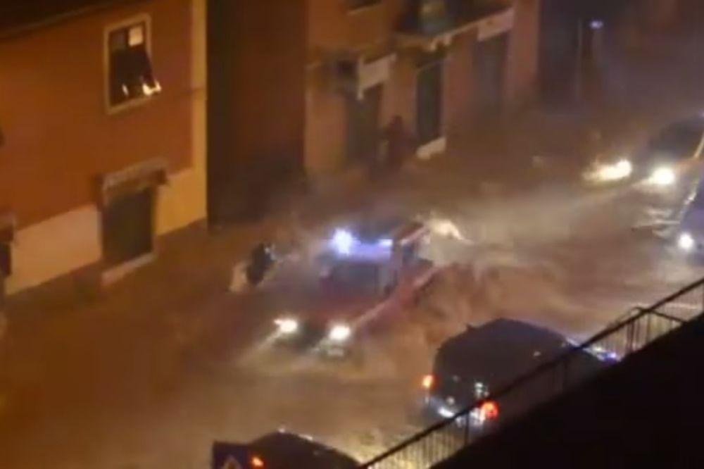 (VIDEO) ĐENOVA POD VODOM: Bujice vode nosile automobile i razbijale izloge!