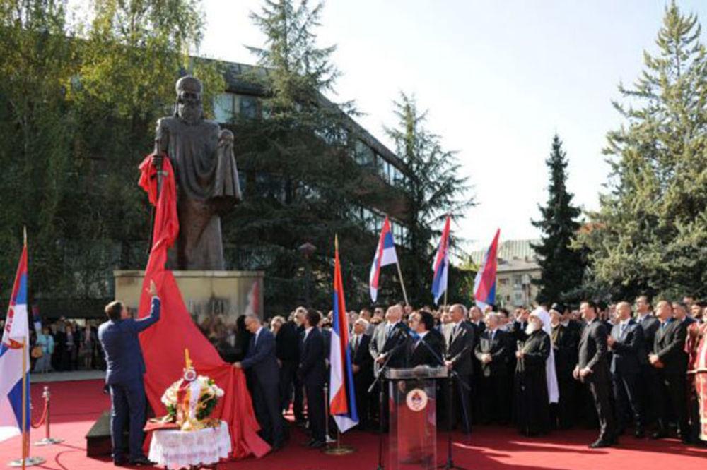 Dodik otkrio spomenik Stefanu Nemanji, a patrijarh Irinej ga osveštao