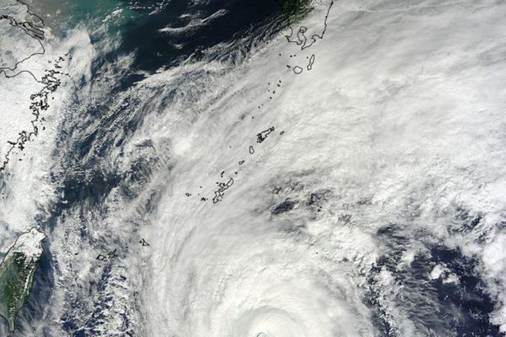 TAJFUN JURI 259 NA SAT: Najjača oluja približava se Japanu!