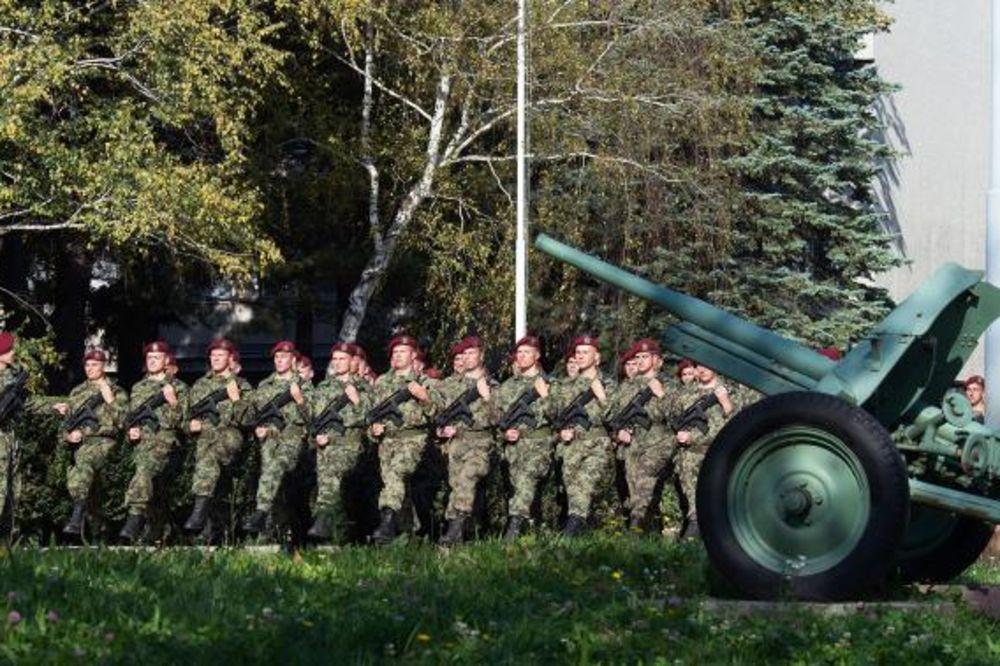 (VIDEO) VEŽBA VOJSKE: Beograđani ushićeno mahali vojnicima!