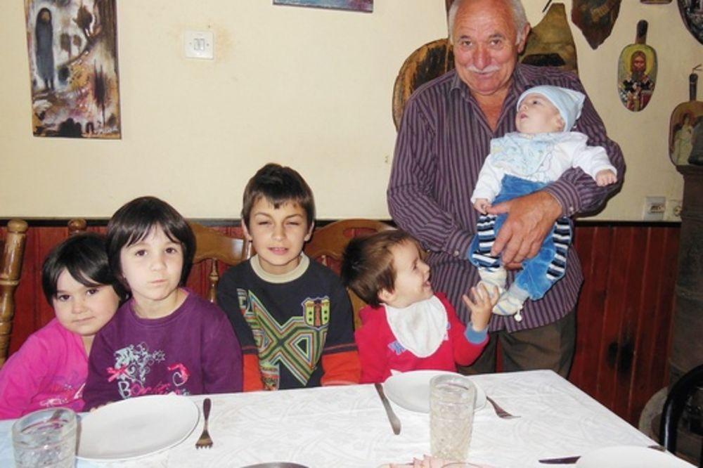 ČUDO OD RADOVANA: U 61. prvi put postao otac, sada ima četvoro!