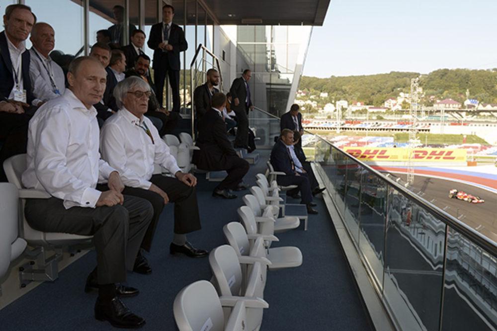 (FOTO) NOVI SUSRET PRIJATELJA: Putin i Sigal zajedno gledali Formulu 1 u Sočiju