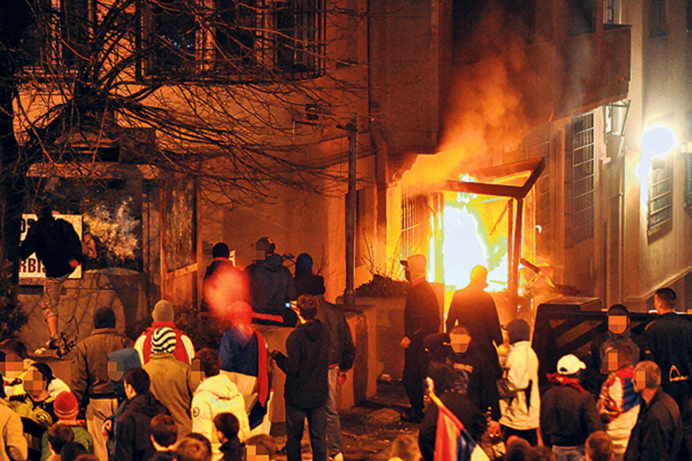 OSUMNJIČENA TRI GENERALA: Završena istraga protiv odgovornih za paljenje ambasada