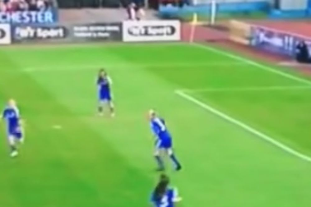 ŽENSKA VERZIJA: Fudbalerka Mančester sitija pogodila volej kao van Basten