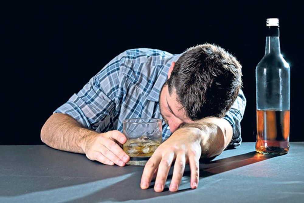 LJUBITELJI ČAŠICE: Srbi vole da piju, ali to ne umeju!