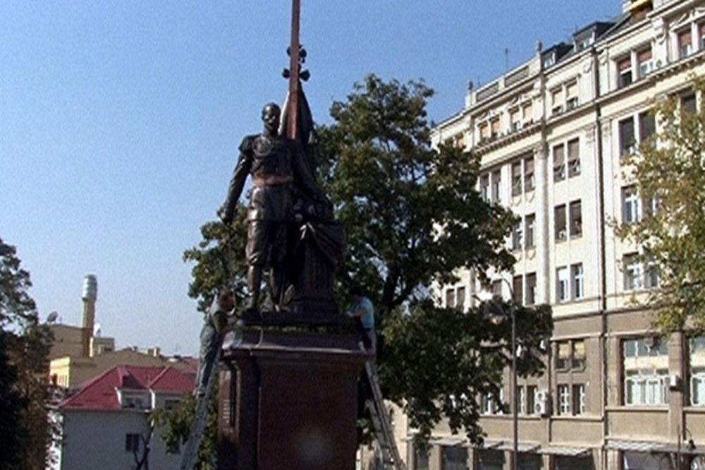 U CENTRU BEOGRADA: Postavljen spomenik Nikolaju Drugom Romanovu!