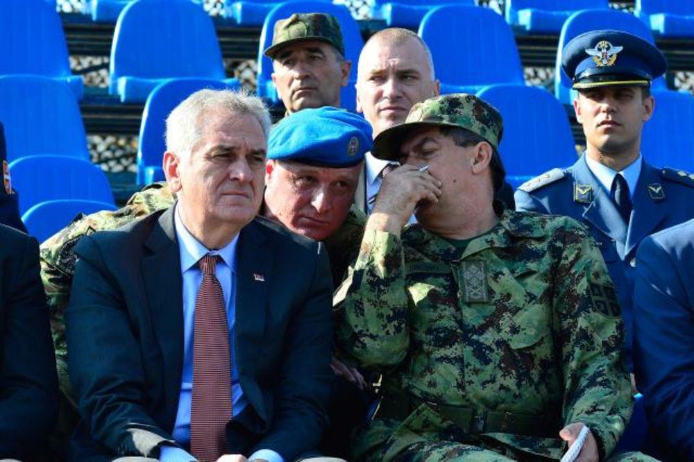 (FOTO) Predsednik Nikolić prisustvovao pripremama za vojnu paradu