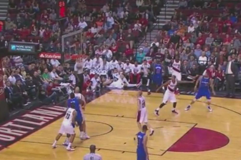 SIGURAN U SEBE: NBA igrač proslavio trojku pre nego je lopta došla do koša