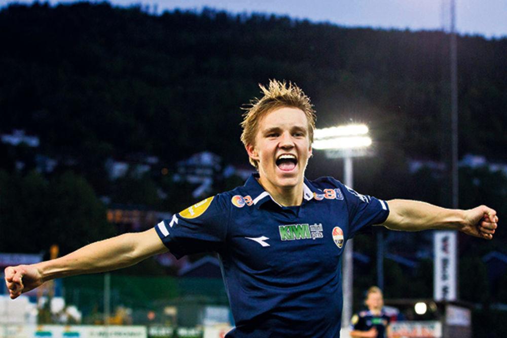 (VIDEO) FANTASTIČAN JE: 15-godišnji rekorder postigao nova dva gola za svoj tim