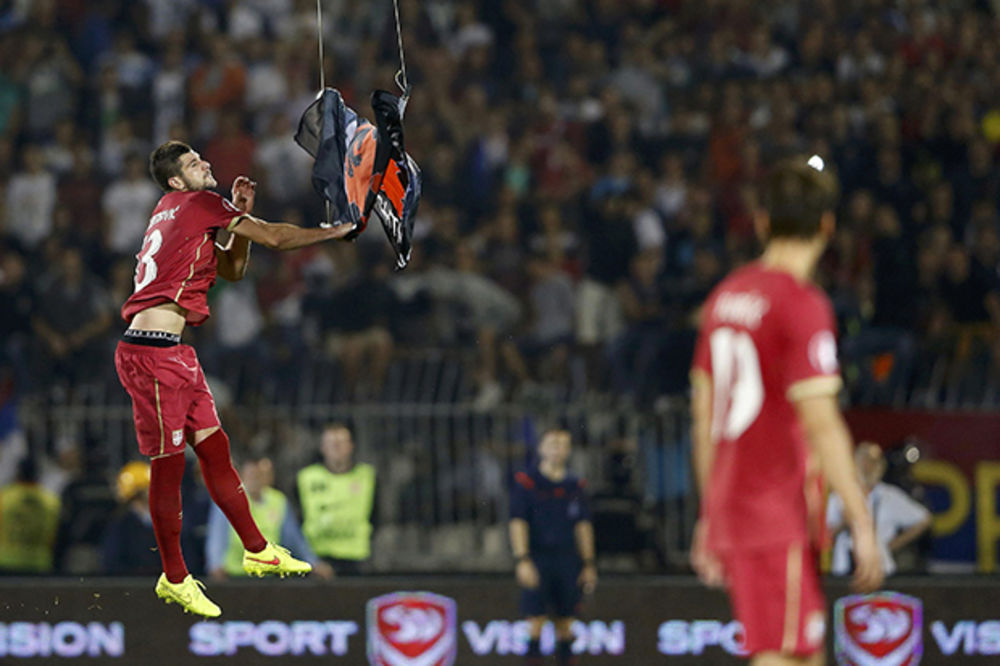 OVO JE HEROJ SRBIJE: Stefan Mitrović spustio albansku zastavu na zemlju!