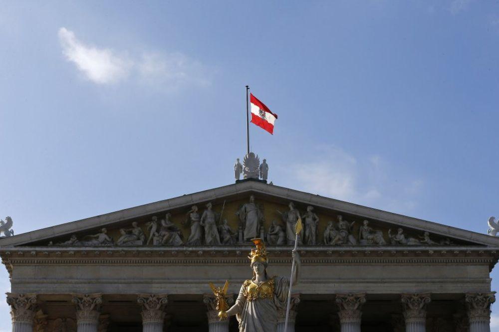 RAČUNSKI SUD AUSTRIJE: Država rasipa novac na 85 atašea širom sveta!