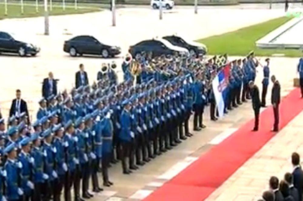 (VIDEO) PALATA SRBIJE: Putin se poklonio srpskoj zastavi, pa se izljubio s Vučićem!