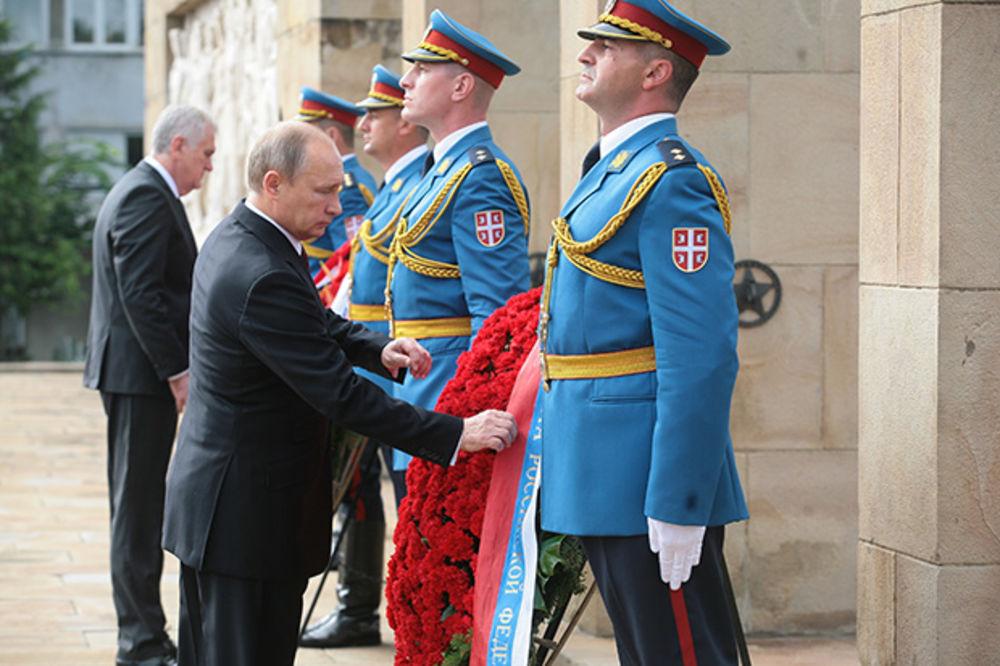 VIDEO POLOŽIO VENAC: Putin odao poštu sovjetskim oslobodiocima Beograda