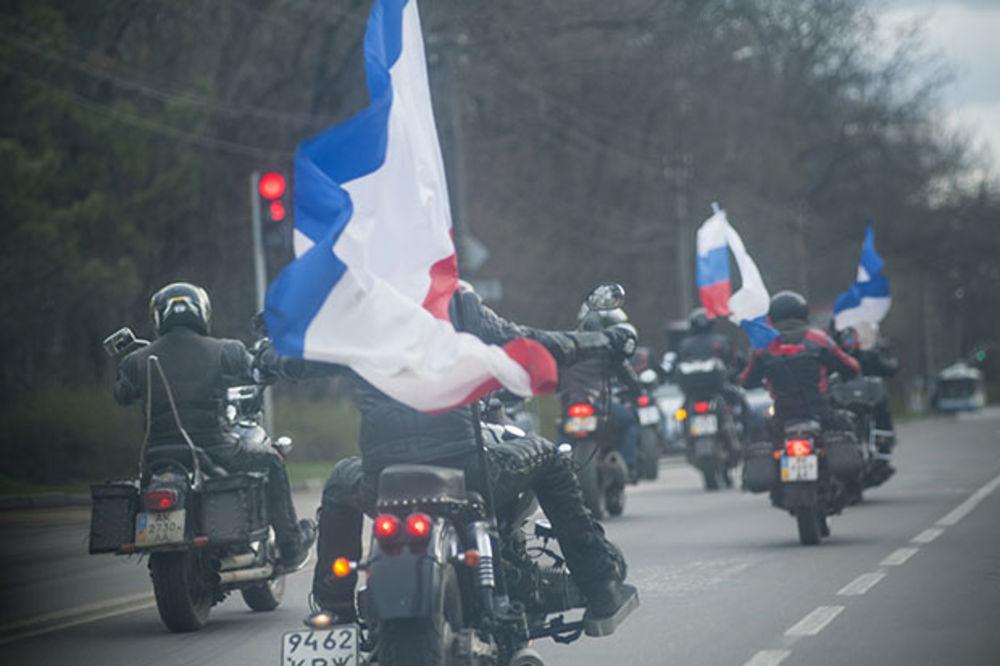 DAN POBEDE: Putinovi Noćni vukovi sa zastavama ulaze u Berlin!