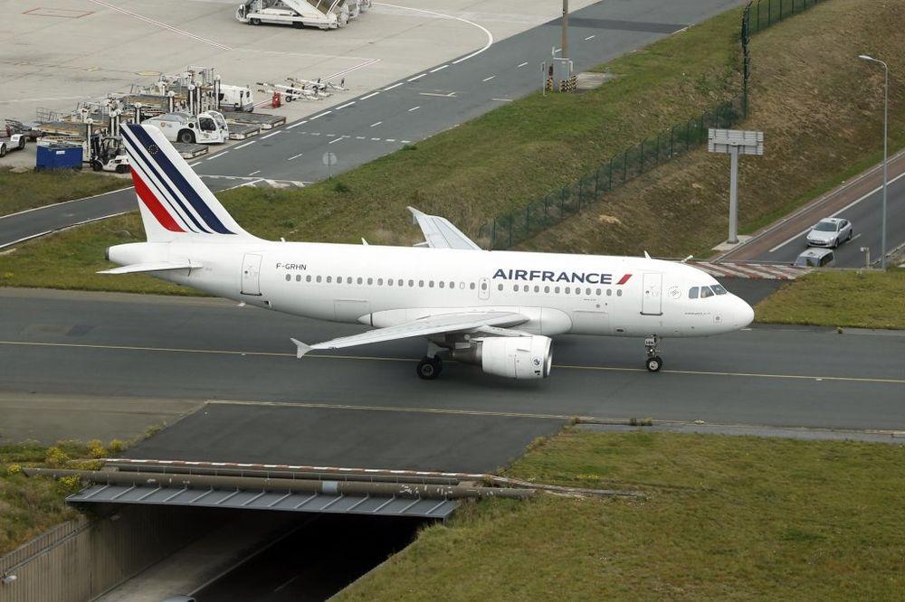 VANREDNE MERE U MADRIDU: Avion Er Fransa izolovan zbog ebole!