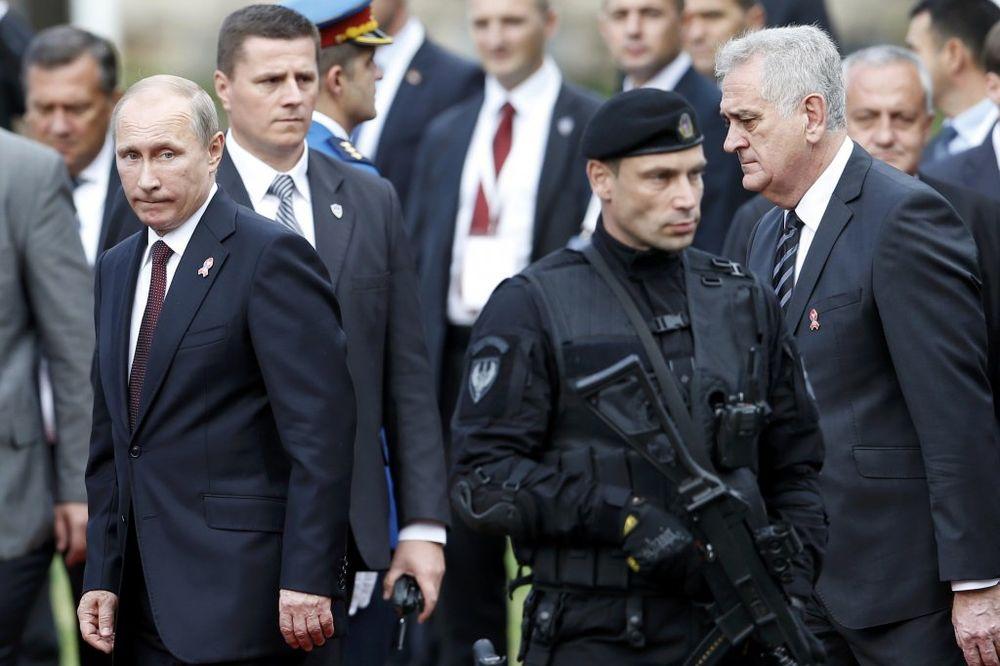 HLADAN KAO ŠPRICER: Evo šta je Putina nateralo da pokaže emocije tokom parade u Beogradu!