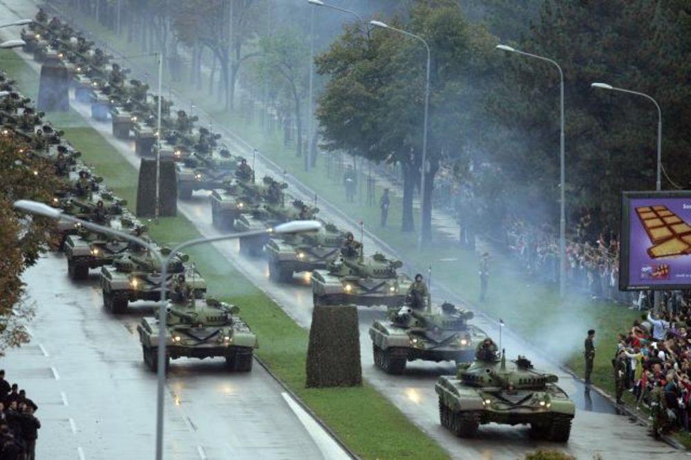 SRBIJO, SPAVAJ MIRNO: Ovo je Vojska Srbije, pogledajte celu paradu i grmljavinu grupe Striži (VIDEO)
