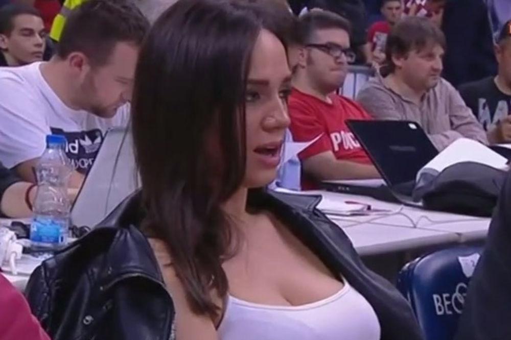 (VIDEO) LEPOTICA NA TRIBINAMA: Atraktivna navijačica Zvezde zasenila košarkaše