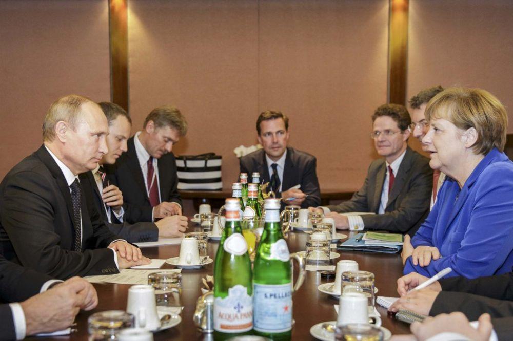 KREMLJ: Ozbiljna razmimoilaženja između Putina i Merkelove oko Ukrajine